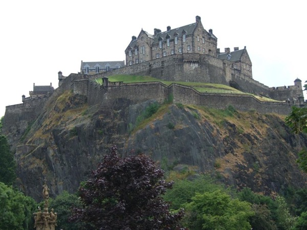 Edinburgh City Highlights Day Driving Private Tour