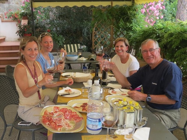 Culinary tour in Tuscany countryside: meeting up with local producers