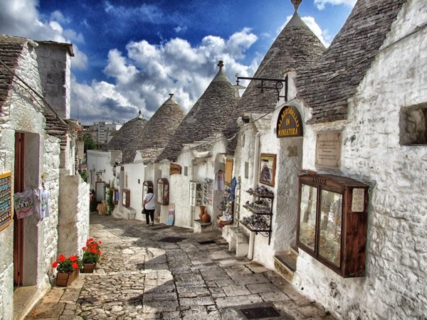 Alberobello (Unesco trulli) and Locorotondo (the round town)