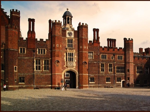 Private guide for Hampton Court palace and Windsor castle