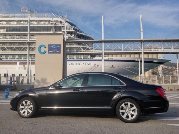 02.1 Barcelona in 4 hours by chauffeured Mercedes (4H) - Private Tour