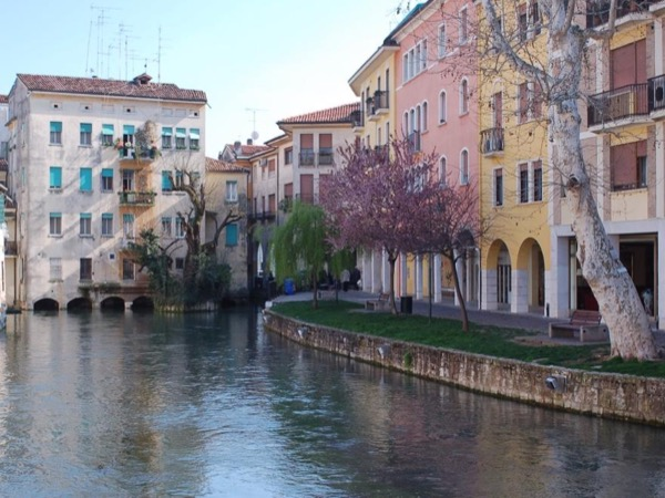 Tour of Treviso, frescoed town nicknamed