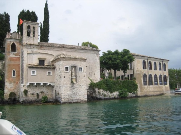 Tour of Lake Garda, the magic of the biggest lake of Italy