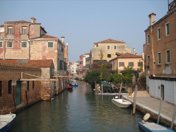 A walk in the hidden treasures and traditions of Venice