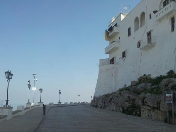 Walking tour in the white Ostuni