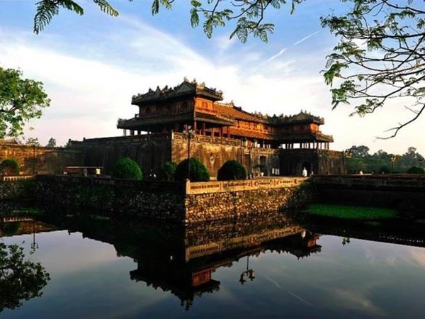Chan may port to Hue city - 1 day tour