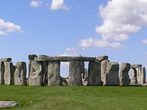 Day Tour to Stonehenge and Windsor Castle